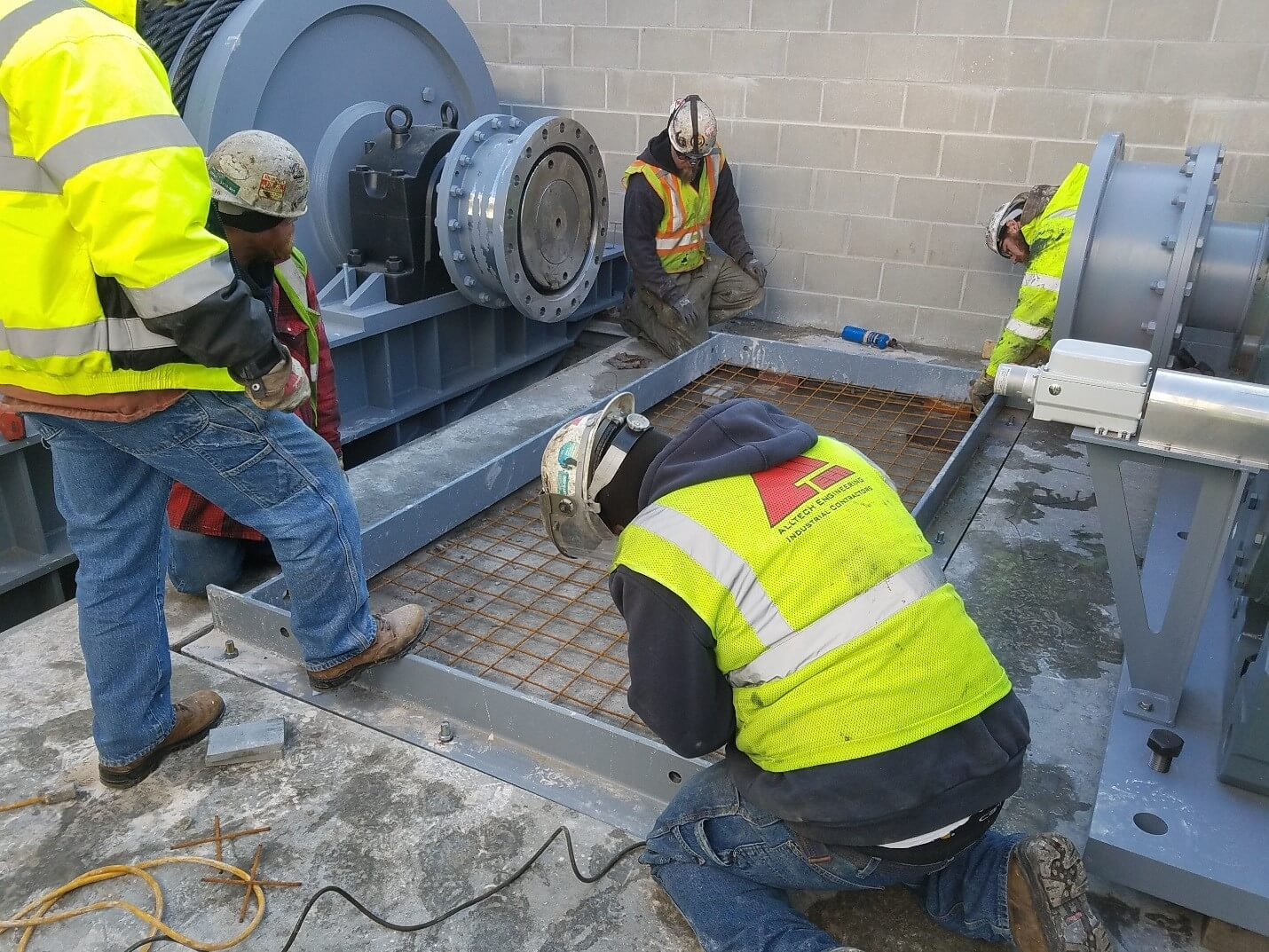 5 Men Working on Upper St. Anthony Falls Lock and Dam